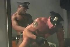 Policiais fazendo Troca-Troca