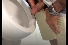 Punheta banheiro
