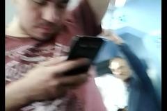 Bulto con jean en el tren