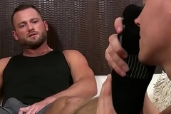 Hunk gets his feet enfeebled and massaged by his horny lover
