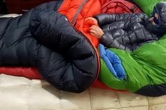 Jizz Down Jacket - Punheta e gozada na jaqueta