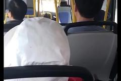 thanh ni&ecirc_n quay tay tr&ecirc_n xe bus.MOV