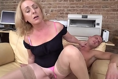Horny GILF Linda alluring good usage of a homeless punk