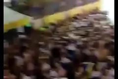 V&aacute_rios gays beijando no Carnaval 2018