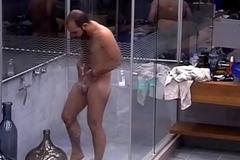 Mahmoud tomando banho pelado - Insta: @musculoduroblog