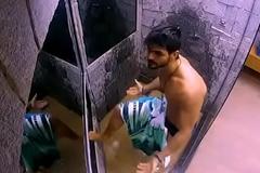BBB18 - Lucas tomando banho e volume na cueca branca - Insta: @musculoduroblog