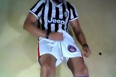 ValesCabeza068  ERECT SOCCER  futbolista Erecto masturbandose clean su SHORT!!!