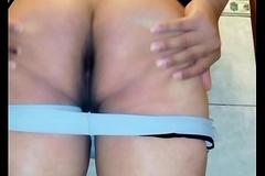 mostrando mi culito virgen