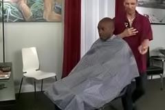 Barbeiro comendo o cu attain neg&atilde_o